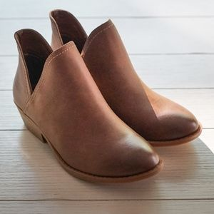 NEW in Box - Nora V-Cut Ankle Booties, 5W